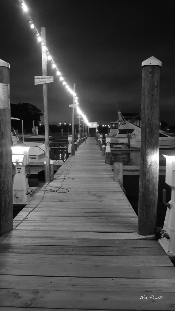 Black and white photo of the pier at River Watch Restaurant and Marina. Copyright © Wes Pinter